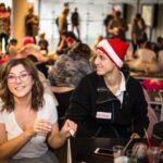 Mikołajki 2017, młodzi ludzie, wolontariusze, uśmiechają się