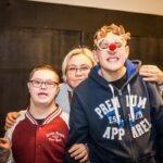 Mikołajki 2017 - kobieta i dwóch chłopców, pozują do zdjęcia