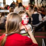 Mikołajki 2017, chłopiec, malowanie twarzy