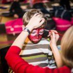 Mikołajki 2017, malowanie twarzy, chlopiec