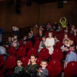 Mikołajki 2017, sala kinowa, ludzie siedzący w fotelach