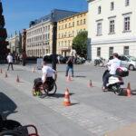 piknik miejski - wyścigi między pachołkami