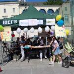 piknik miejski - stoisko, logo MOPS, Promyk Słońca