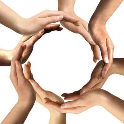 Dłonie tworzące okrąg