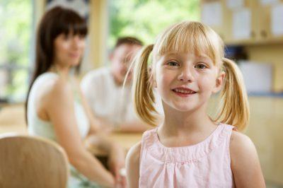 Dziewczynka uśmiecha